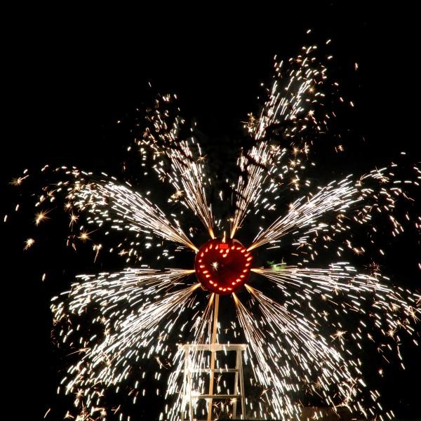 Foto: Hochzeitsfeuerwerk: Lichterschrift